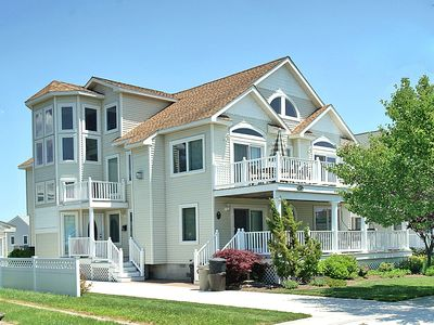 Photo for Lovely 5 bedroom, 5 bath seashore home located in a quiet neighborhood.