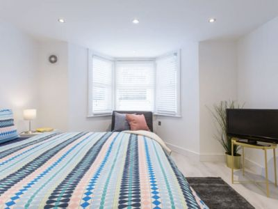 Photo for Bright Apartment 10 minute walk to Camden Market (2)