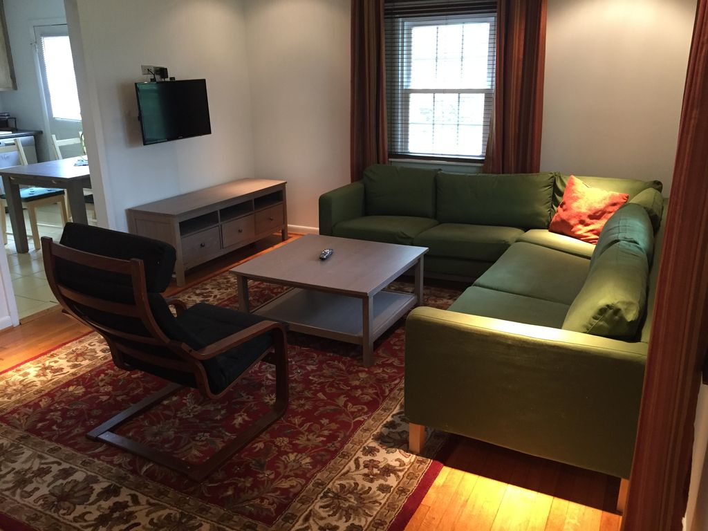 Walking distance to uva homeaway for Charlottesville cabin rentals hot tub