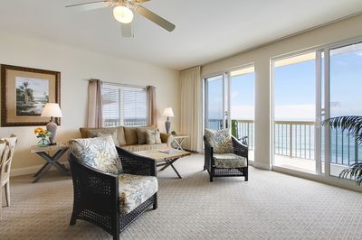 PRIME LOCATION!! Just a short walk to Pier Park where you can dine and  shop! - Panama City Beach