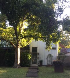 Centrally Located Peaceful Retreat