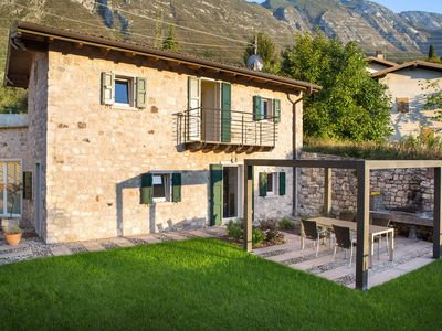 Photo for A welcoming and comfortable villa on Lake Garda