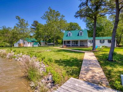 Tidal Serenity - Remote Waterfront Home with Dock - Sleeps 15 & Pet-Friendly!