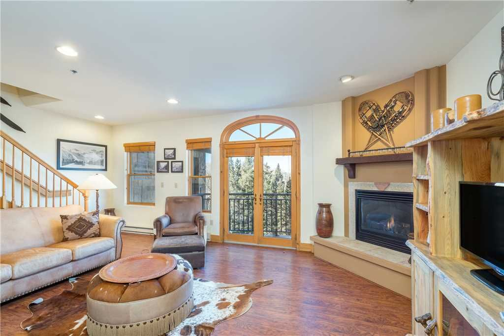 Southwestern-Style Spacious 4-Bedroom Condo With Amenities