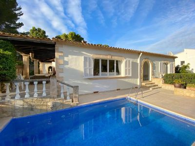 Photo for Quiet villa, swimming pool, air conditioning, wifi, 7 minutes walk from the beach, mountain view