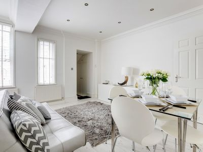 Photo for Bright Sloane Square Apartment - IGD
