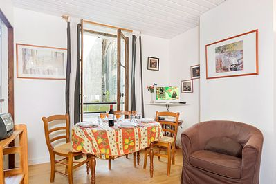 Light and bright apartment located just minutes from rue Cler