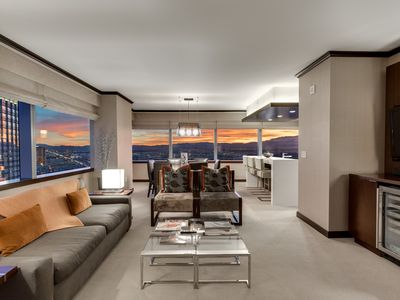 Vdara's Biggest Penthouse! 2 BR/ Stunning 270° Strip Views! Sleeps 7! 45th Floor