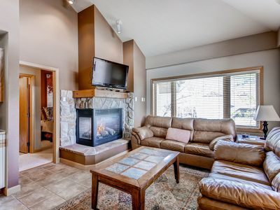 Photo for Prime location near the base village w/shared pools, hot tubs, fitness & more