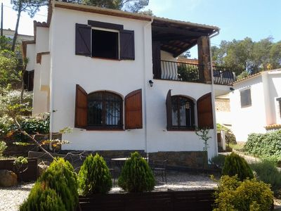 Photo for Detached house, recently updated, located in a quiet urbanization about 4 km from the beac