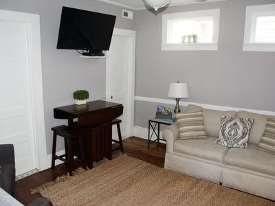 Photo for Eat, Shop, Stay - Beautiful 1 Bedroom Apartment Downtown