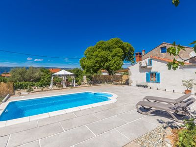 Photo for Enjoyable rustic Holiday house - large yard, garden, private pool, green area