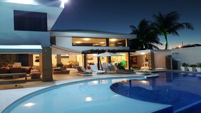 Photo for Mansion with 6 suites 50 meters from the beach