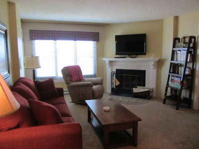 Spacious living area, flat screen TV, Wifi and cable