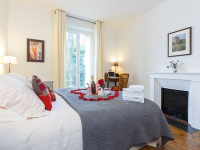 Photo for Beautiful, spacious 1-bedroom apartment in picturesque Montmartre, sleeps 2-4