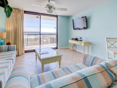 Photo for Charming Condo, Splash pad and restraunt with bar on-site, On the beach