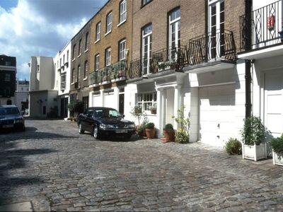 Photo for Spacious mews house in Belgravia with private parking