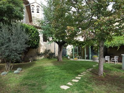 Photo for Charming house in the Luberon, enclosed garden