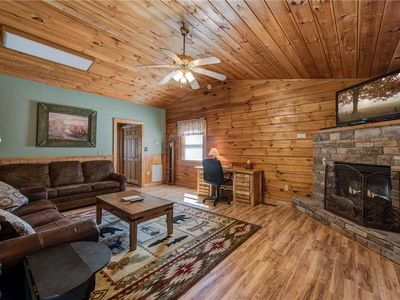Photo for Heart & Soul, 2 Bedroom, Pool Access, WIFI, Fireplace, Jetted Tub, Sleeps 6