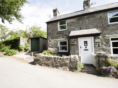 Photo for SWAN COTTAGE, pet friendly in Rowen, Ref 952535