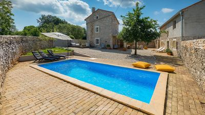Photo for Lovely stone villa with pool in Central Istria