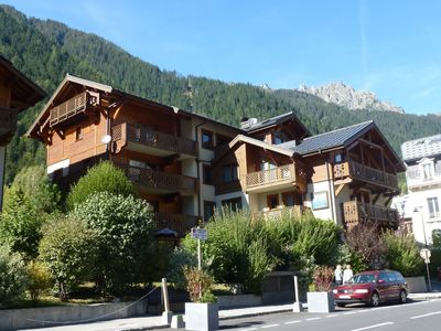 Photo for Beautiful apartment located 200 meters from the Savoy slopes and 300 meters. from the center.