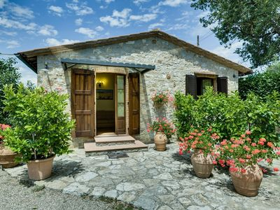 Photo for Farmhouse in the heart of the real chiantishire