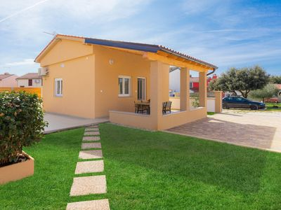 Photo for This 1-bedroom villa for up to 4 guests is located in Pula and has a private swimming pool, air-cond