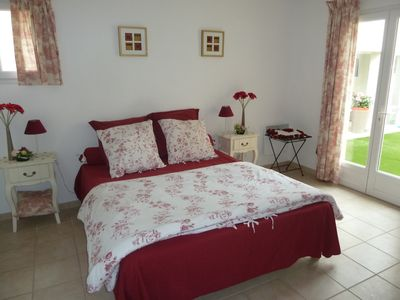 Photo for Superb VILLA with SPA, excellent comfort, heated pool, 7 people