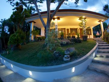 Private 3 bedroom home with pool & Jacuzzi