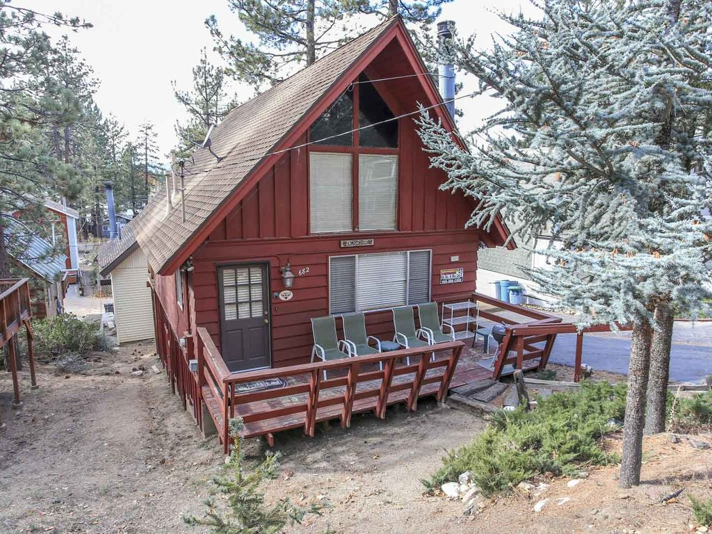 A main escape 2 bedroom downtown cabin big bear lake for Big bear 2 person cabin