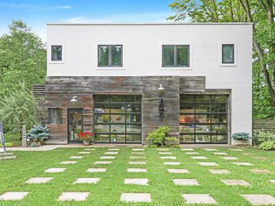 Photo for Charming, dog-friendly rental atop a contemporary art gallery!