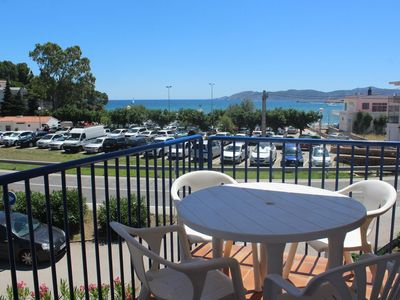 Photo for Cozy and bright apartment located in Grifeu, just 50 meters away from the beach and 2 km.