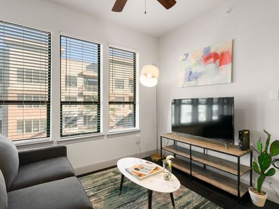 Photo for Kasa | Houston | Stunning 1BD/1BA Museum District Apartment