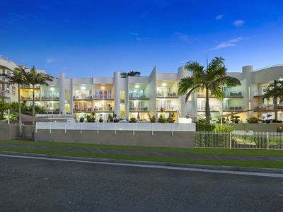 Photo for Kirra Palms - 1 Bed Fully self-contained. Modern furniture