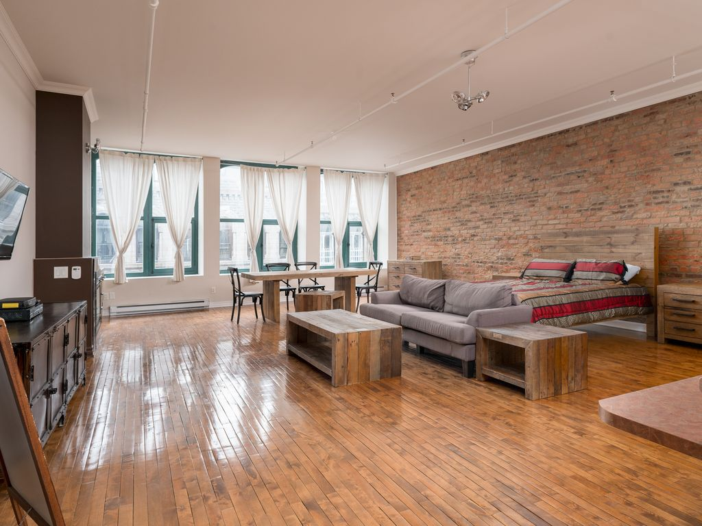 Hotels vacation rentals near montreal chinatown trip101 for Cabin rentals near montreal