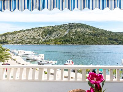 Photo for Apartment 02107VINI   A1(2+2)  - Vinisce, Riviera Trogir, Croatia