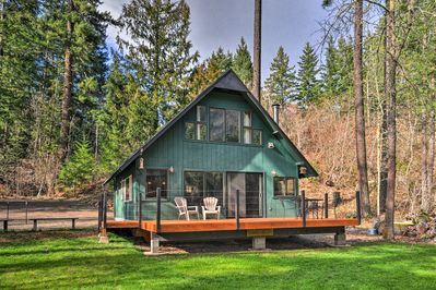 Experience the outdoors from this White Salmon vacation rental cottage.