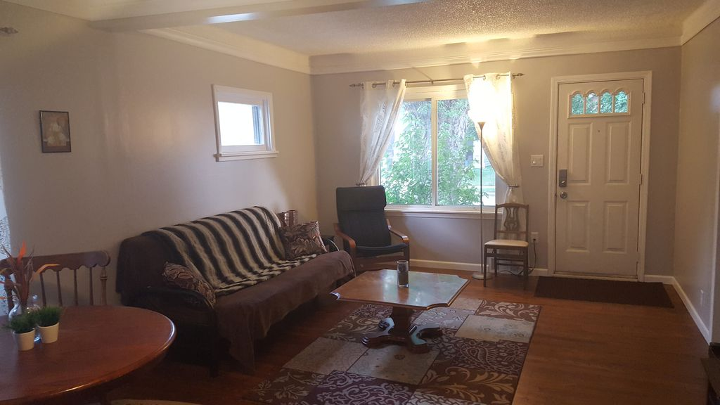 Cute house close to downtown and park!