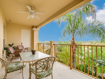 Photo for Beautiful lakeview condo located in the Vista Cay Resort!
