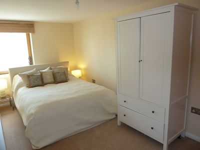 Photo for Stunning 2 bedroom On  Fulham / Chelsea Border Flat Free WiFi  close to river!