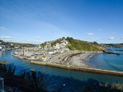 Photo for Penthouse apartment with stunning views of Looe bay and harbour.