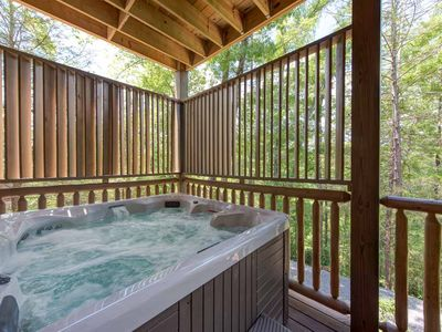 Scenic Soak – Enjoy the sights and sounds of nature all around as you relax in the hot tub after a long day of adventures in Gatlinburg.