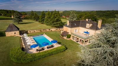 Photo for Magnificent 6 bedroom 18th Century Manor house near Sarlat, + large heated pool