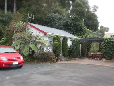 Photo for Cosy Cottage in Central Paihia