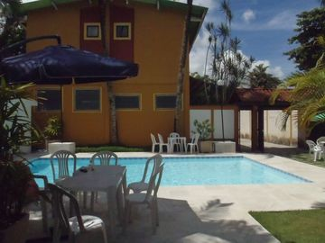 Comfortable house with pool, barbecue, parking w / groups and family