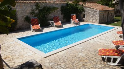 Pool with loungers for everyone