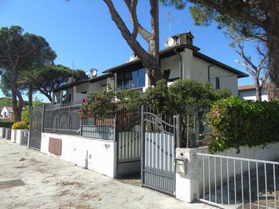 Photo for Beautiful renovated villa with balcony and garden at 250 meters. from the sea
