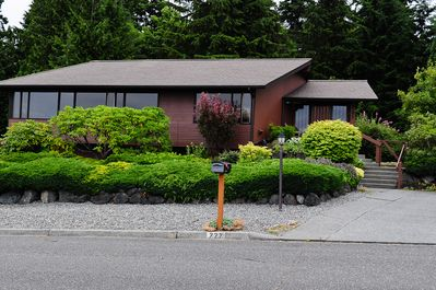 Welcome to your vacation getaway on quiet South Alder Street! Deer frequent here