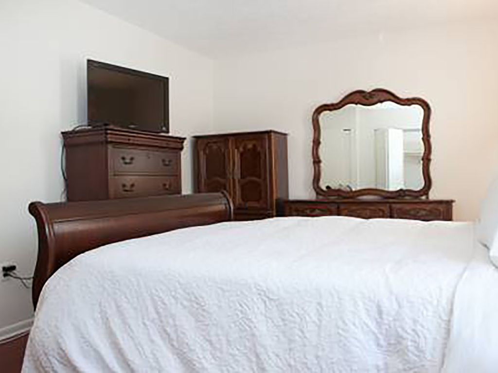 Town home close to Downtown Silver Spring and Metro, Redline and Ride On Bus